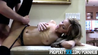 Sexy house pervert realtor propertysex to pretending buy fucks petite view cowgirl