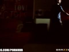 Brazzers – Sexy teen Bella Beretta fucks thief