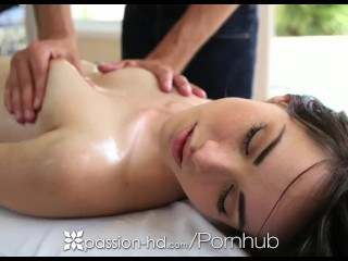 Passion-HD - Emily Grey gets a sexy pussy massage