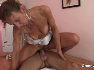 Squeamish Mature Mom Blow Young Son Sex Photo HQ
