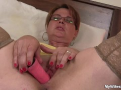 Movie:My girlfriends mom is horny bi...