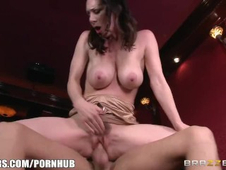Dirty milf Rayveness masturbates in theater - Brazzers