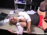 Monicamilf knuller seg til trygd - Norsk Porno Parodi