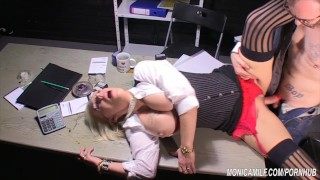 Monicamilf knuller seg til trygd Norsk Porno Parodi