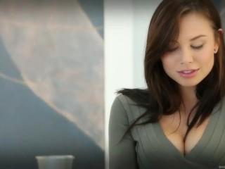 Aidra Fox Hot Babe Masturbating