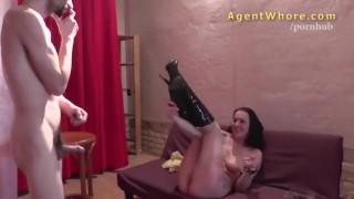 Wild cougar does erotic show for shy stranger porno