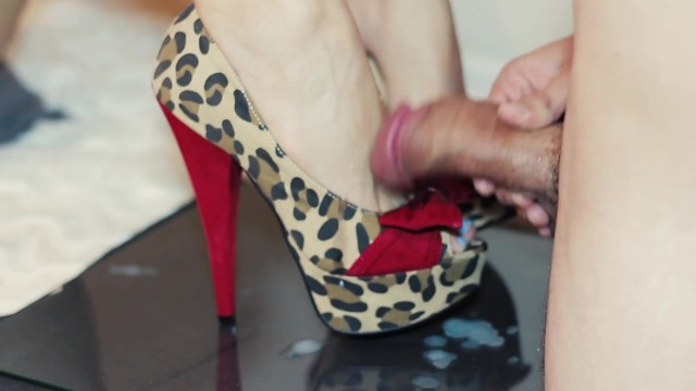 Los alto de eros Look at those feet hot babe nikki wolfe gives a footjob in sexy high heels