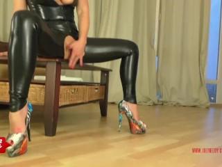 Instruction to jerk on JolyneJoy's high heels