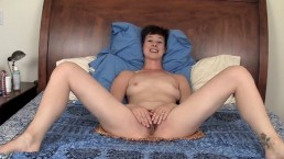 Tall brunette amateur Quinn playing with her hairy snatch