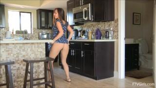 Jenna Sativa Dancing