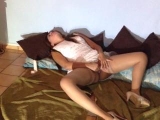 MASTURBATION SQUIRT, se masturba como loca y se moja