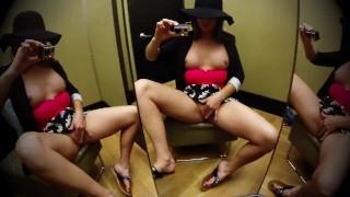 Фильмы порно бесплатно - Pretty Pussy Сексуальная Сквирта Впитывает Общественную Раздевалку