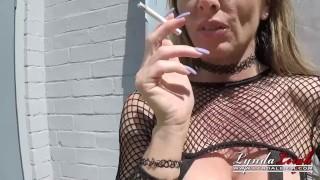 Lynda Leigh Outdoor Smoke Pussy Play Flash Boobs Bum
