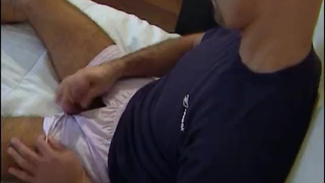Gay muscular massage videos - Came to delivery a box, he gets wanked his big cock by a guy on video.