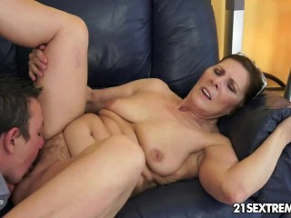 Free Online Porn Psp Fucking, Cock-hungry GILF Margo and her newest boy toy