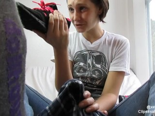Girls cumming in a shoe