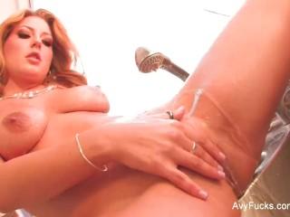 Hottie Avy Scott rubs her pussy in the kitchen
