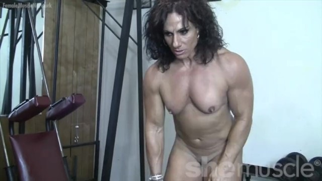 Naked bodybuilder free stud Annie rivieccio - she loves training. and getting naked.
