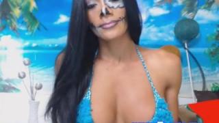 Pretty Shemale Show Her Tits On Cam porno