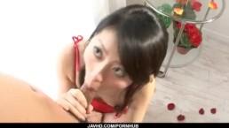 [愛沢ひな]赤ドレスの可愛い黒髪美少女が勃起ちんぽを奥まで咥えてフェラ