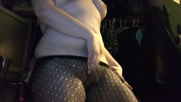 Curvy Harley Quinn Gets Stoned and Horny After the Party