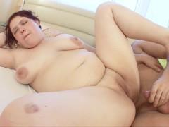 FAT GIRL FUCKED HARD !!