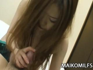 Yumi Kajiyama  - 毛茸茸的貓咪JAV Milf插入和Creampied