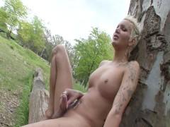 Punk Rocker Blondie - Scene 1