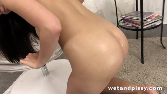 Joy of pee - Hot chick pees in a big baloon with joy