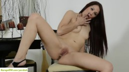 Cool girl WebcamSlut fucks herself and squirting
