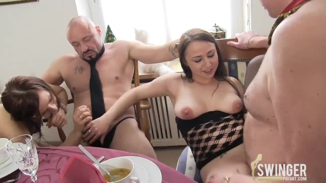 Dinner party blowjob Verficktes dinner