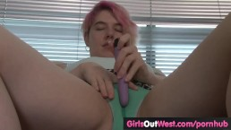 Amateur gal fucks her hairy cunt with vibrator