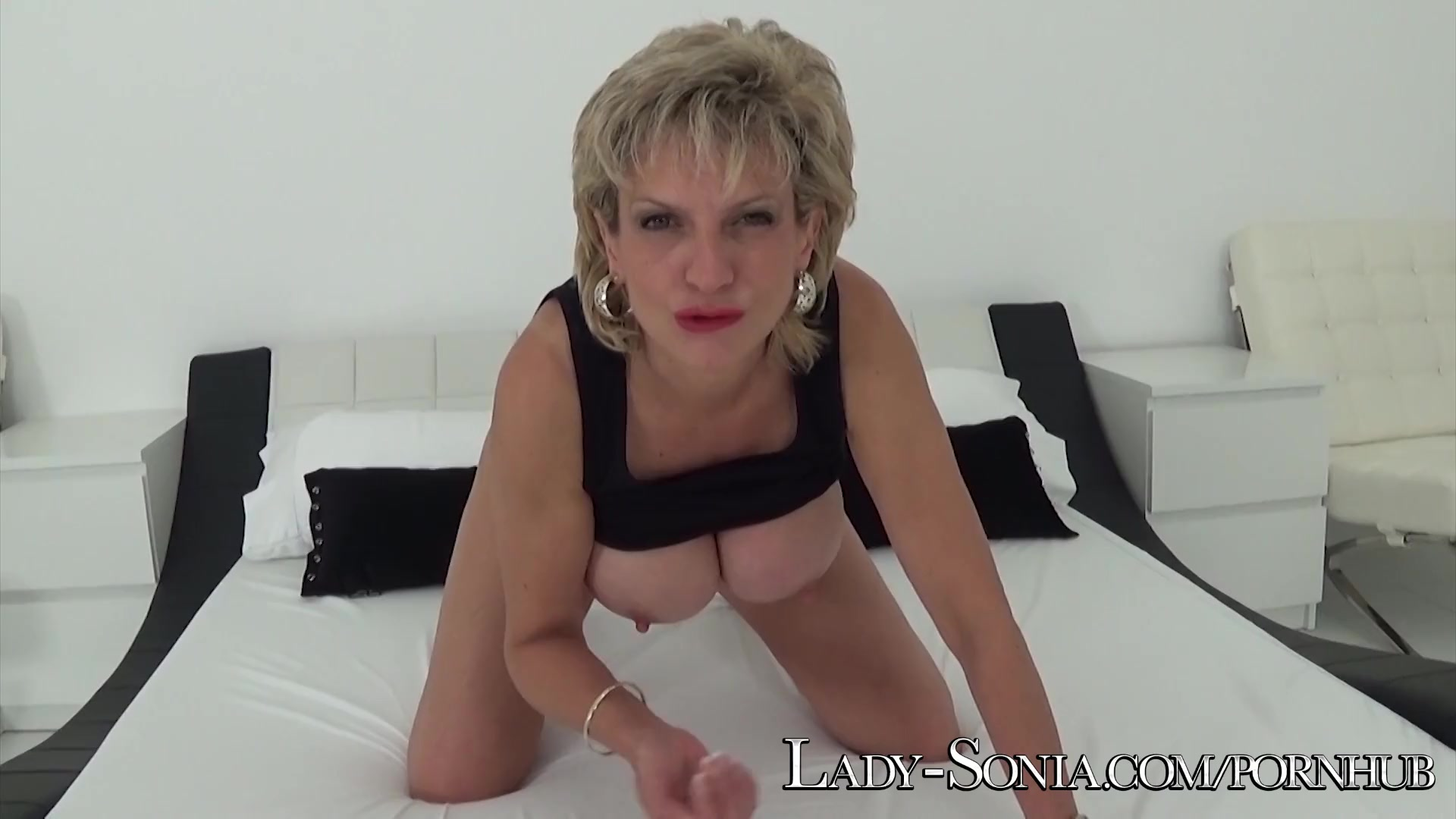 Lady sonia jerks off and suck twitter follower 5
