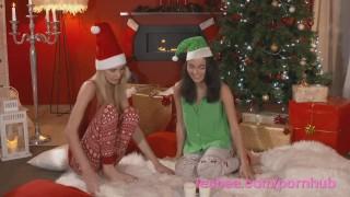лесбийское рождество подруги первый раз трахаются со страпоном