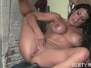 Pick a cum shot leena masturbates in the gym femalemusclenetwork mom mother masturbat