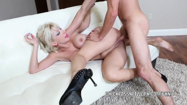 Adult webcam staffing - Busty milf natasha juja gets her older pussy stuffed