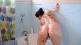 Танец С Блестками В Ванной