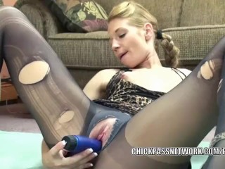 Horny hottie Lina is masturbating in her torn pantyhose