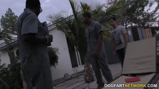 Sara Jay gets ganbanged by black dudes in front of her son Family point