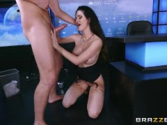 Brazzers - Kayla Paige - Getting Down With The Gown