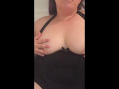 Hot BBW rubs her self while peeing