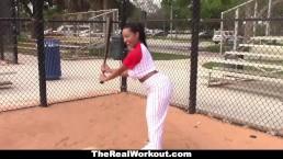 TheRealWorkout - Rondborstige Latina houdt van spelen met ballen