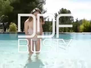 Lucie Wilde aka Busty Buffy fucks her pussy hard in swimming pool