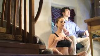 Video porno gratuito - Erin Electra Rilassamento Collo E Spalle Seduti