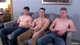 Videos porno gratis - Active Duty Sandwich De Soldado A Pelo Activo