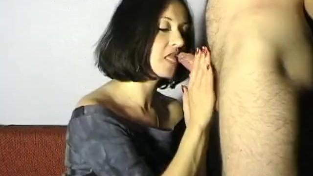 Mein Stiefsohn spritzt mir auf die Titten