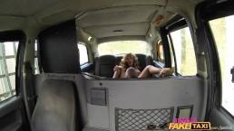 taxi falso femenino - sensual conductora ama una verga dura