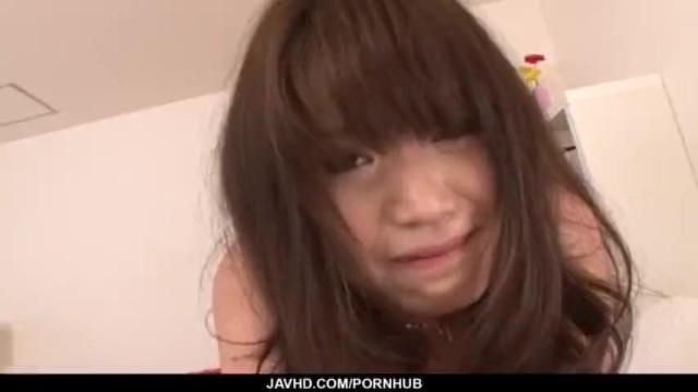 [朝田ばなな]経験の少ない茶髪少女がクリトリスにローターを押し付けられて絶頂