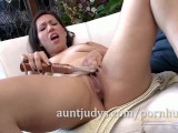 MILF Lisa Smith Makes Her Pussy Happy with a Toy