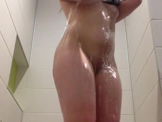 Bubble butt Slut in the shower
